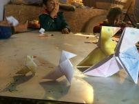 pajaritas de papel en la clase de arte