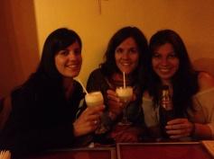 Cristina, Belén y yo celebrando la primera semana