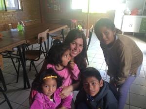 Jade, Estefany, Mateo y July