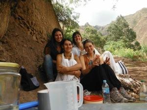 Zobe, Fede, Alicia y yo en el colmenar