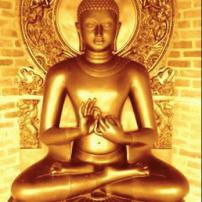 Manos de Buda con un mudra, sobre el conocimiento de la divinidad y vidas pasadas